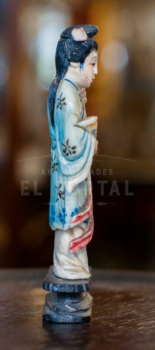 Figura de marfil tallado y policromado | 2