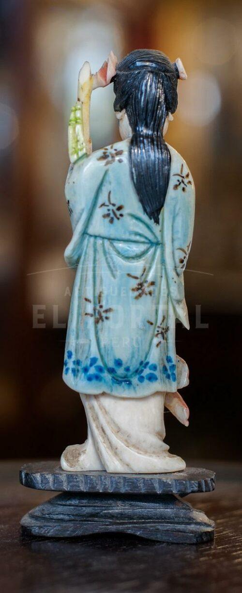 Figura de marfil tallado y policromado | 3
