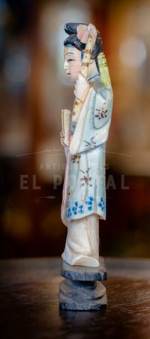 Figura de marfil tallado y policromado | 4