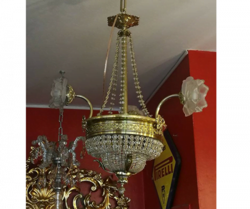 Lámpara de tres luces, estilo Imperio de bronce con cristal.