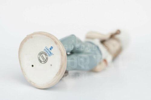 "Figura de porcelana Lladró  ""Dispuesto a jugar"" | 4"