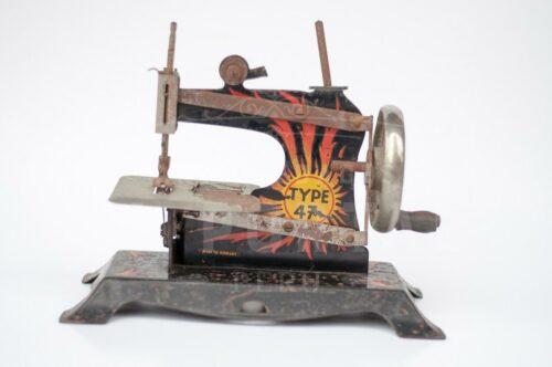 Maquina de coser de juguete TYPE 47 | 1