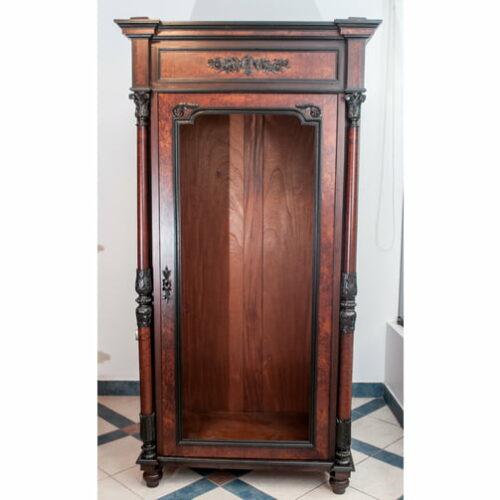 vitrina-en-madera-de-cedro-estilo-ingles