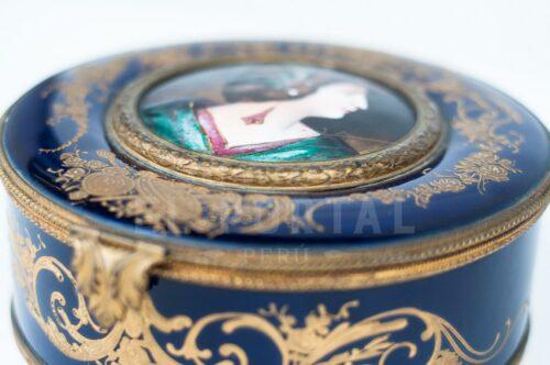 Sevres Cofre joyero de porcelana esmaltada | 4