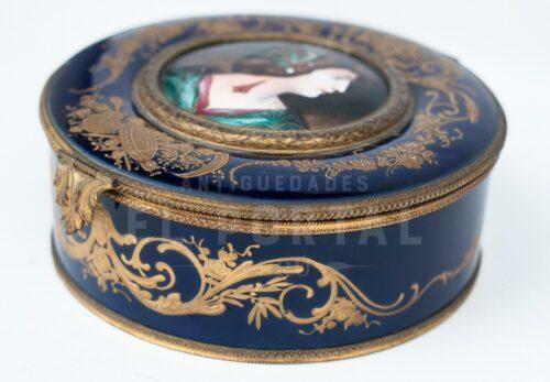 Sevres Cofre joyero de porcelana esmaltada | 6