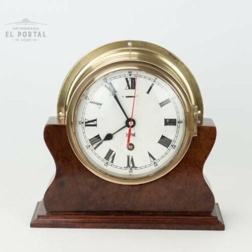 Reloj de barco antiguo