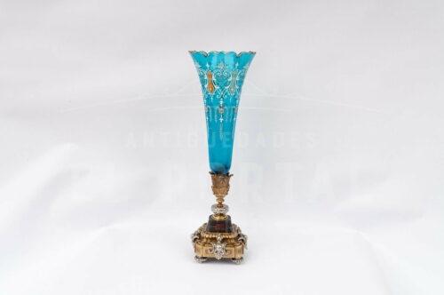 Florero de cristal azul pintado a mano con base de bronce | 1