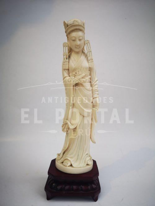 Diosa de marfil tallado | 1