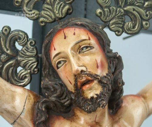 Cristo de madera tallada | 1