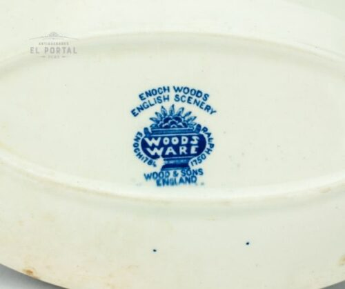 Plato azul y blanco Woods & Sons