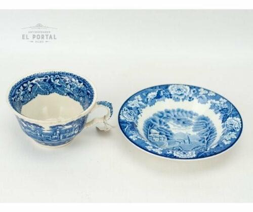Plato y taza Woods & Sons azul y blanco